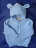 Błękitny sweterek z kapturem